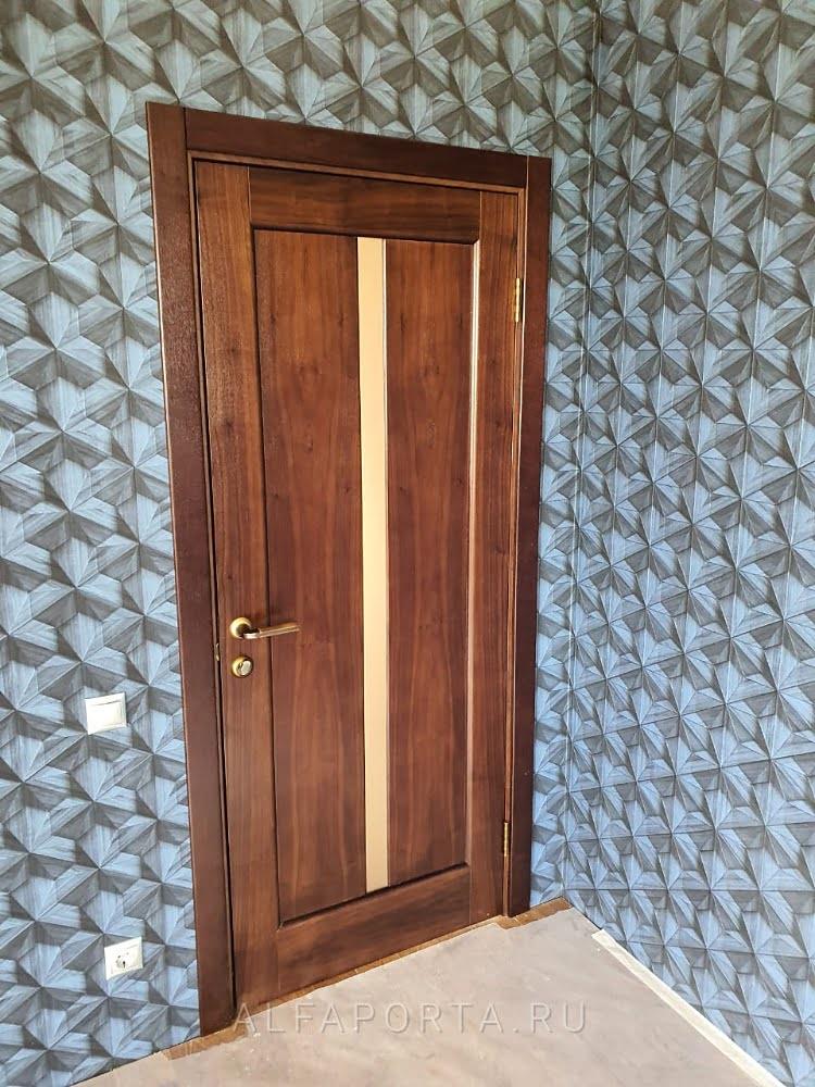 Установленная дверь в комнату