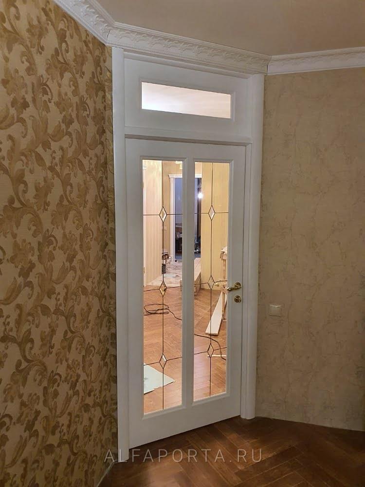 Установленные распашные двери с фрамугой