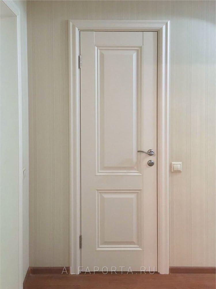 Установленная дверь в ванную