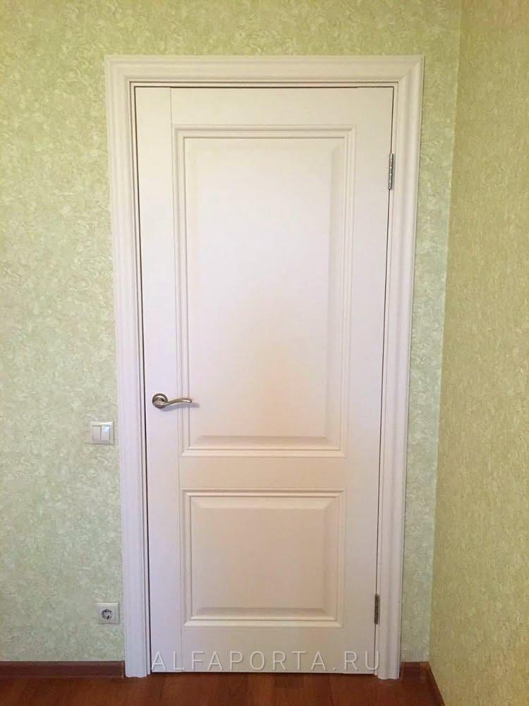 Установленная межкомнатная дверь в комнату